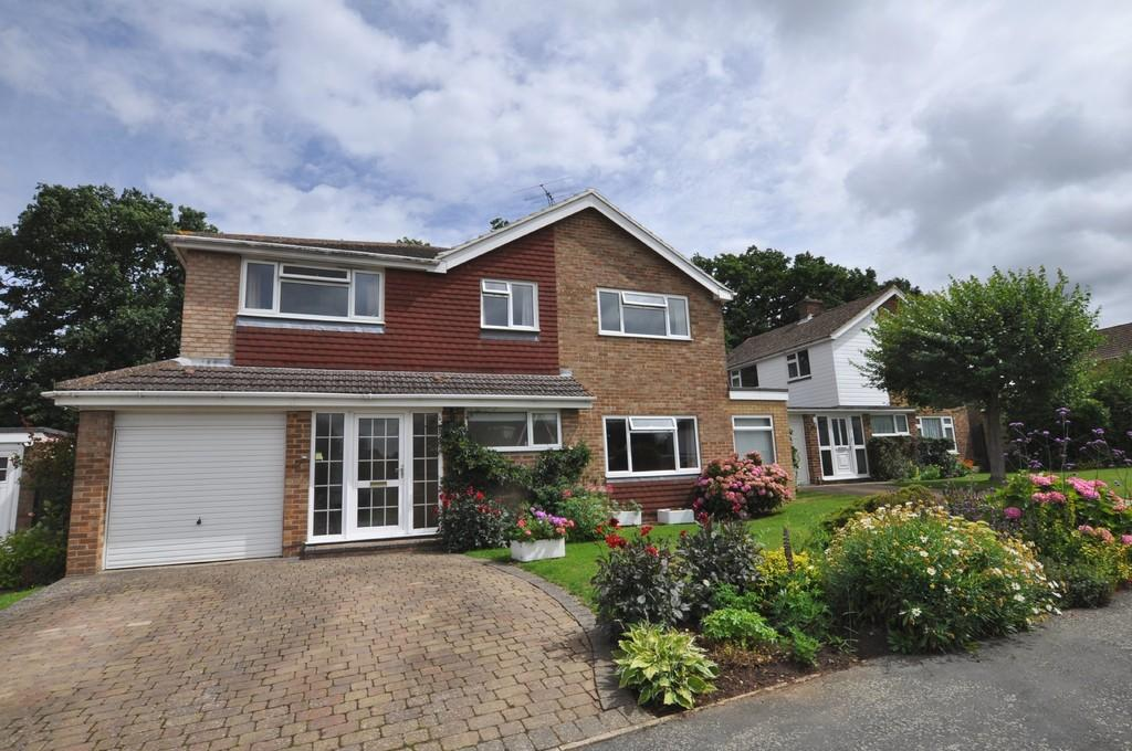 4 Bedrooms Detached House for sale in Collingwood Cresent , Guildford