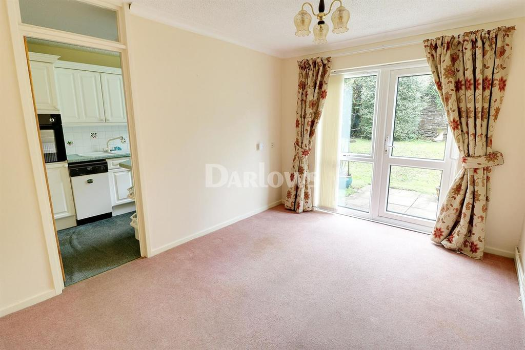 2 Bedrooms Flat for sale in Newlands Court, Station Road, Llanishen, CF14