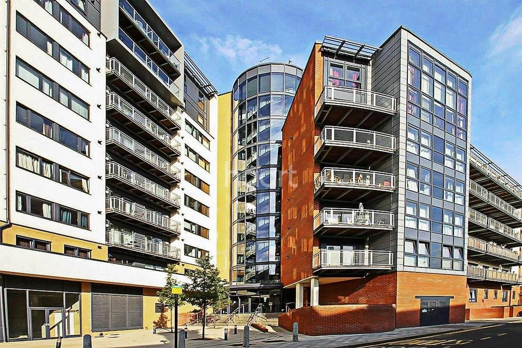 2 Bedrooms Flat for sale in Gabrielle House, Perth Road, Ilford, Gants Hill
