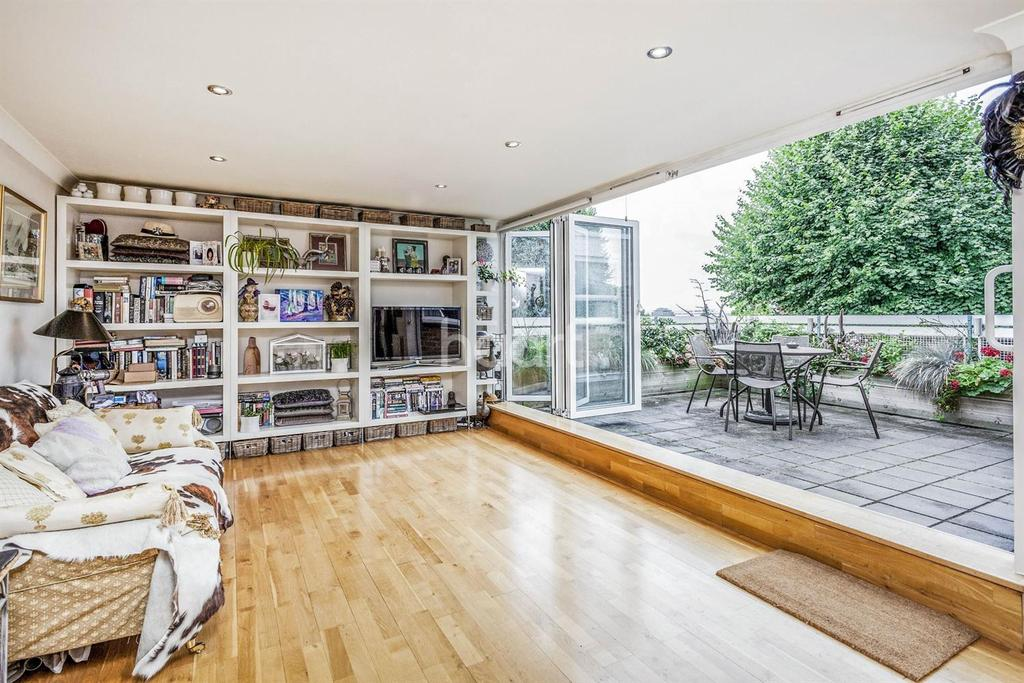 1 Bedroom Flat for sale in The Lawns, Lake Road, SW19