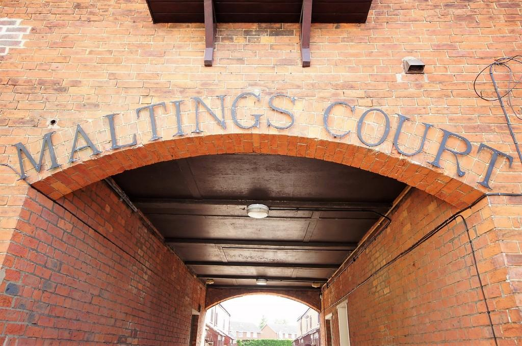 2 Bedrooms Apartment Flat for sale in The Maltings Court, Market Rasen
