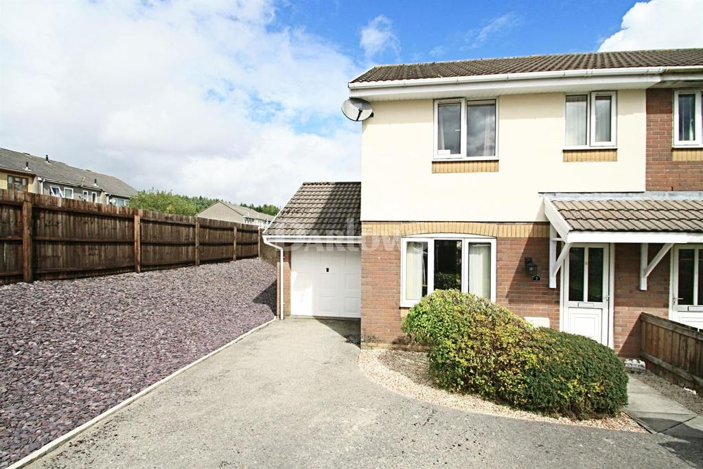 3 Bedrooms Semi Detached House for sale in Pen-Y-Parc, Ebbw Vale, Gwent.