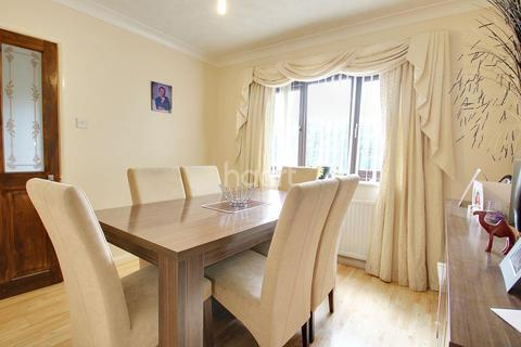 4 bedroom detached house for sale - Link Road, Canvey Island