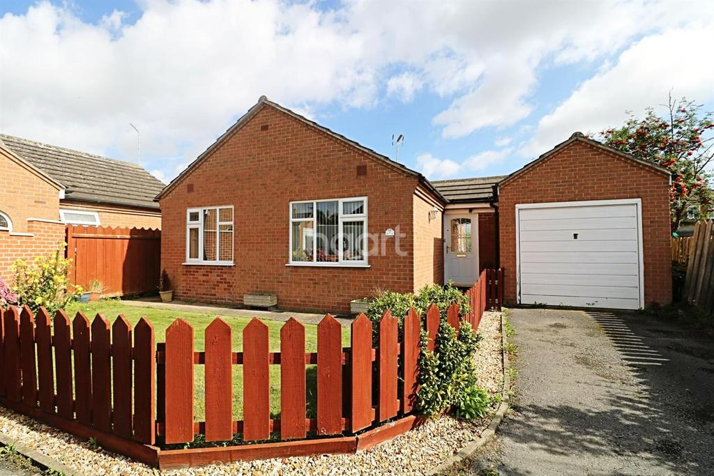 2 Bedrooms Bungalow for sale in Eton Court, Newark