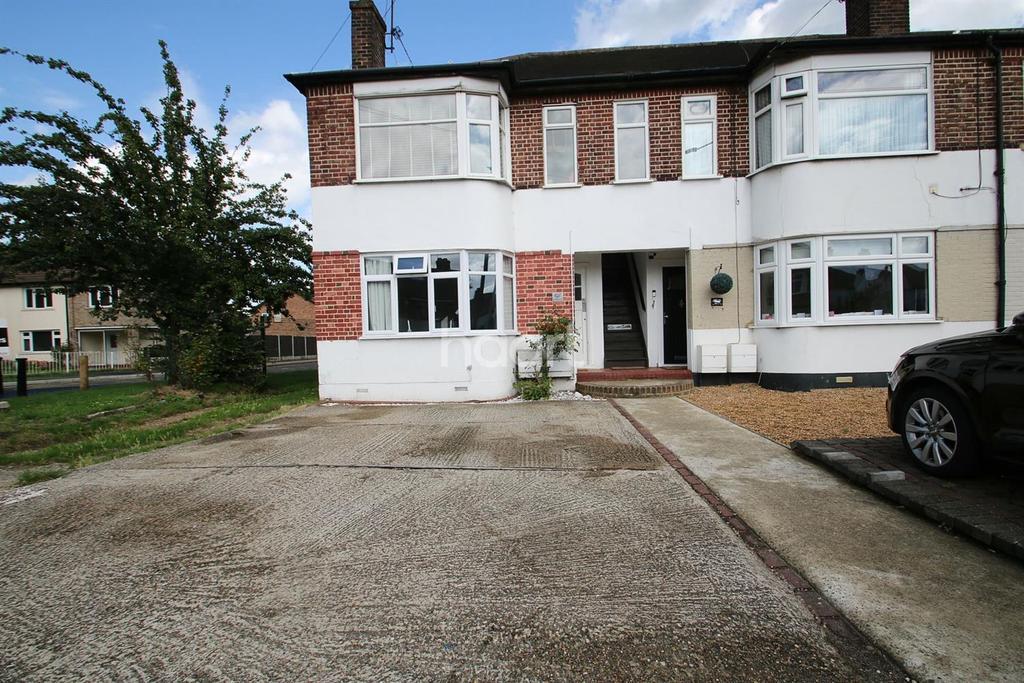 2 Bedrooms Maisonette Flat for sale in Upper Brentwood Road, Gidea Park