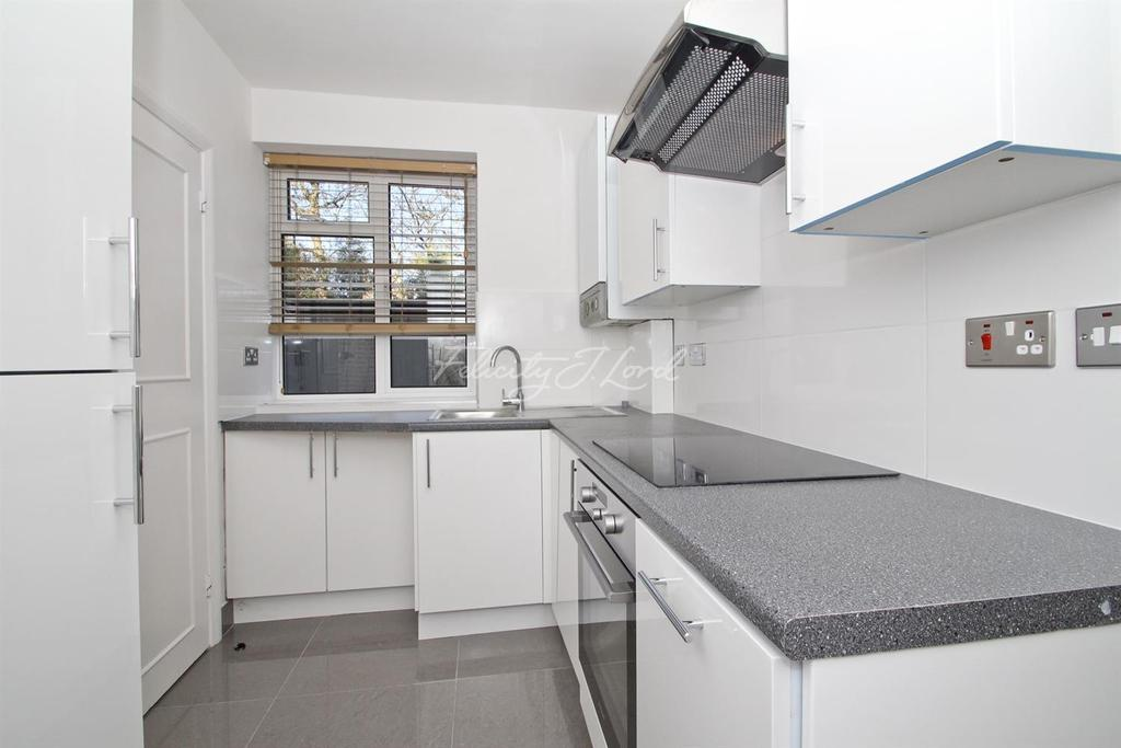 2 Bedrooms Flat for sale in Dartmouth Court, Blackheath