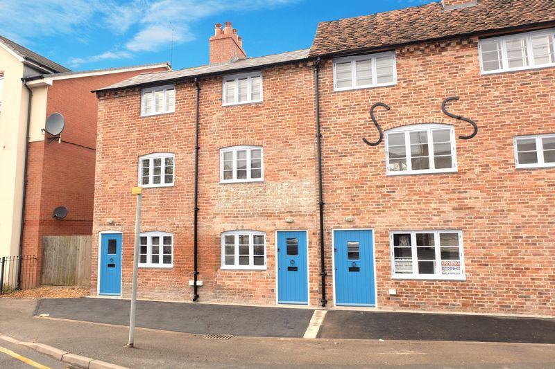 2 Bedrooms Terraced House for sale in Horsefair, Kidderminster DY10 2EN