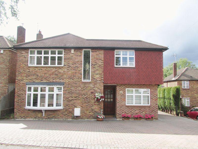 4 Bedrooms Detached House for sale in Woodlands Park, Bexley