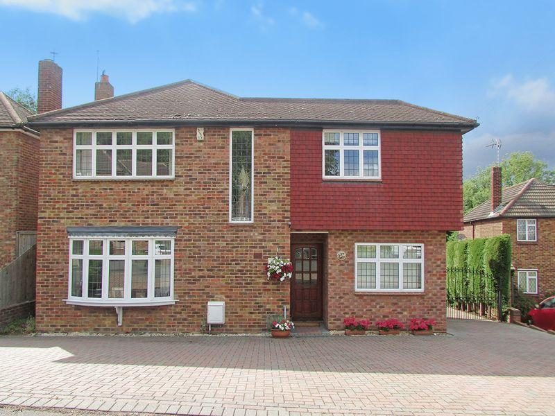 4 Bedrooms Detached House for sale in Woodlands Park, Bexley