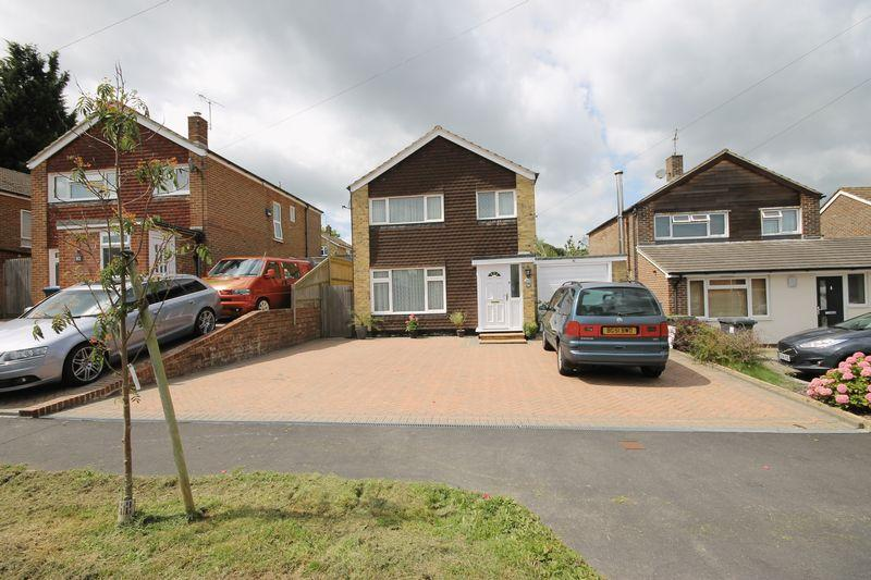 3 Bedrooms Detached House for sale in Potters Lane, Burgess Hill, West Sussex