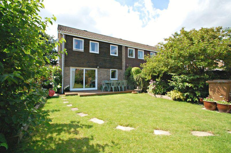 3 Bedrooms End Of Terrace House for sale in Butser Walk, PETERSFIELD, Hampshire, GU31