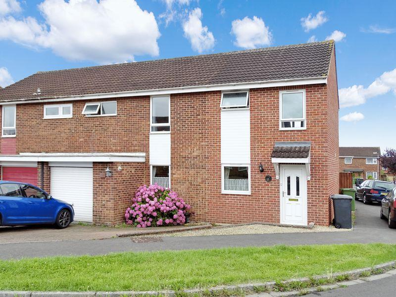 4 Bedrooms Semi Detached House for sale in Malvern Close, Melksham