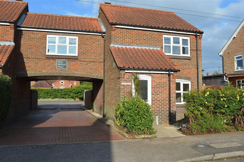 3 Bedrooms Semi Detached House for sale in Tom Milford Place Watton