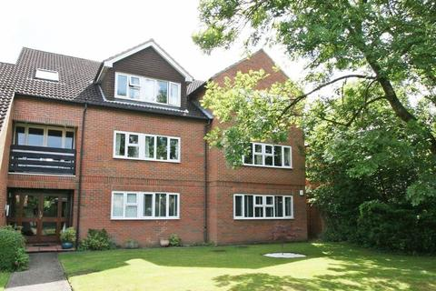 2 bedroom flat to rent - Victoria Road, Farnham Common, Buckinghamshire SL2