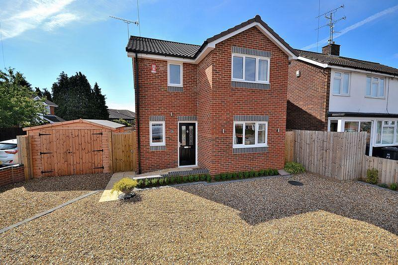 3 Bedrooms Detached House for sale in Brooklands Drive, Leighton Buzzard