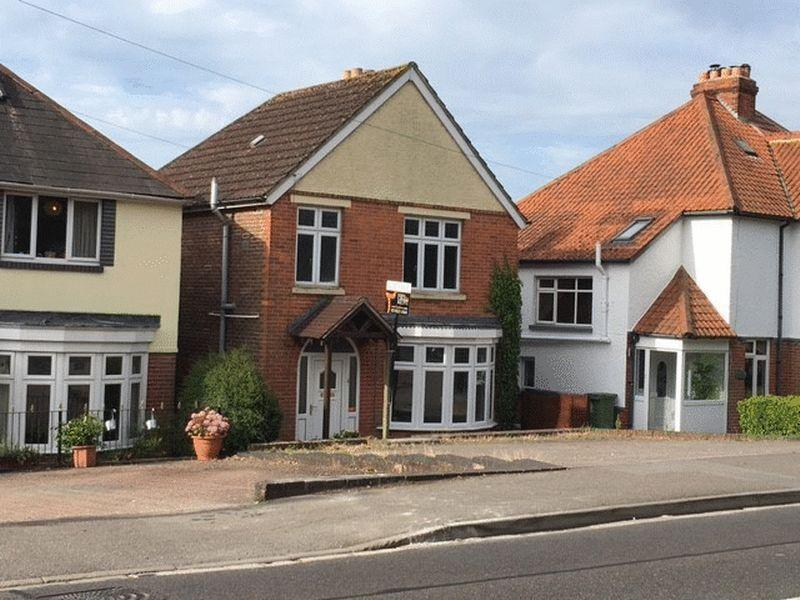 3 Bedrooms Detached House for sale in Havant Road, Portsmouth