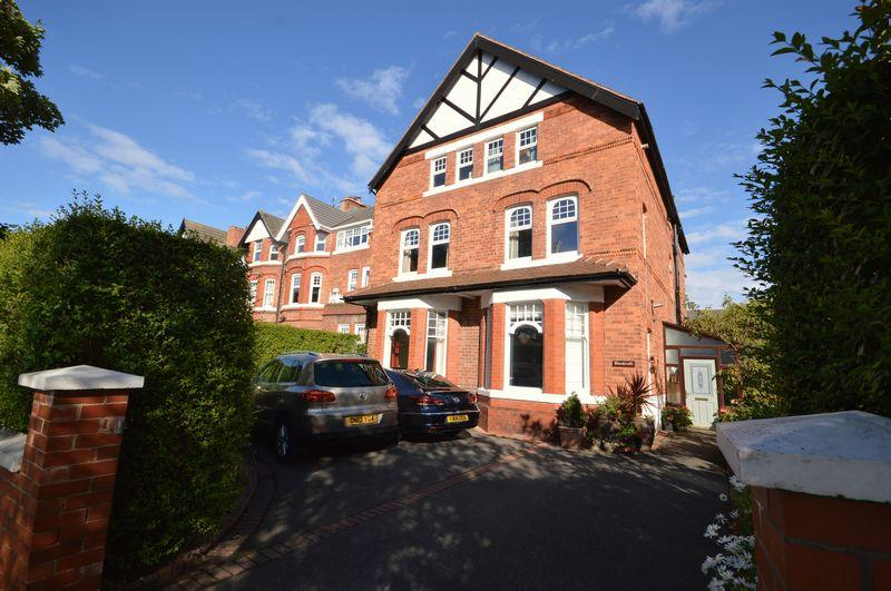 7 Bedrooms End Of Terrace House for sale in Meols Drive, Hoylake