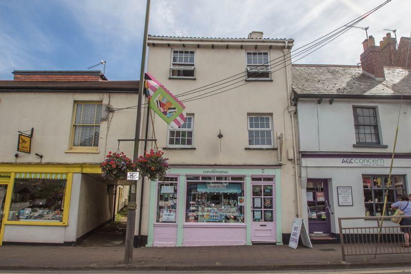 2 Bedrooms Maisonette Flat for sale in 49 High Street, Crediton