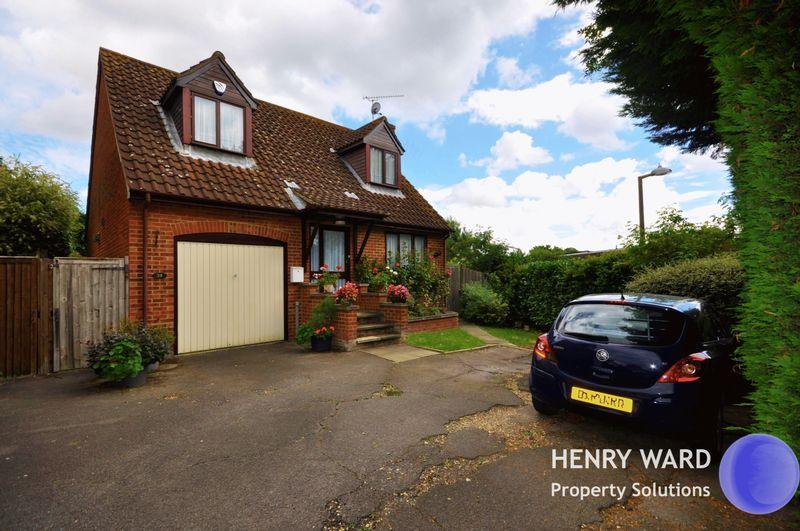 4 Bedrooms Detached House for sale in Edward Court, Waltham Abbey