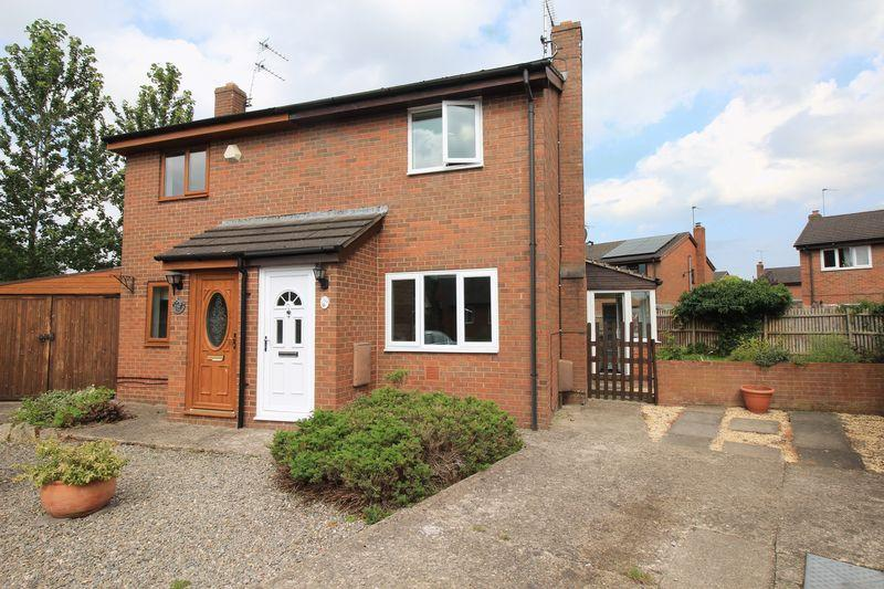 2 Bedrooms Semi Detached House for sale in Hawthorn Close, Oswestry