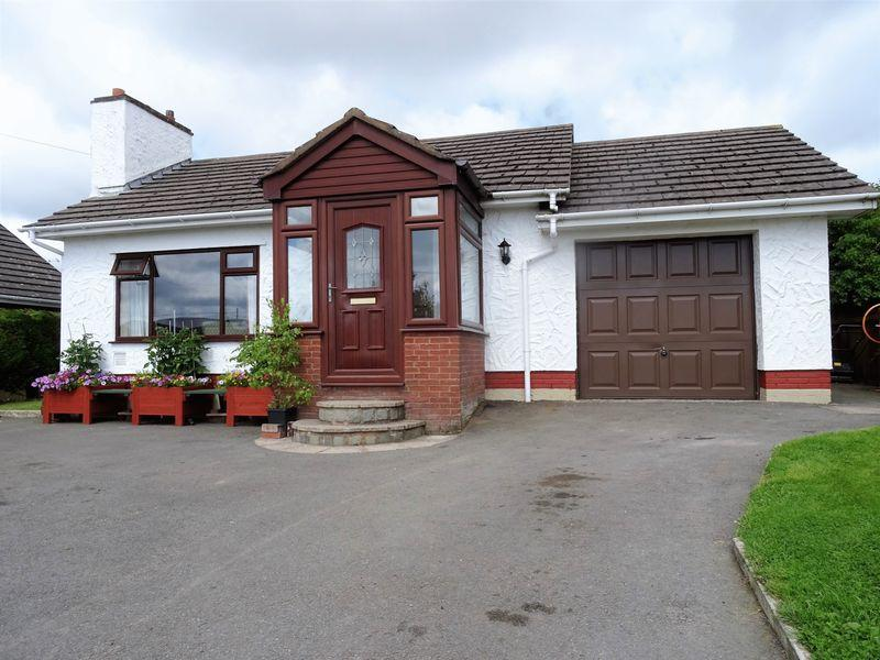 3 Bedrooms Bungalow for sale in Ffordd Uchaf, Wrexham