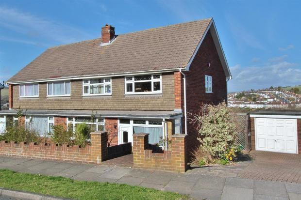 3 Bedrooms Semi Detached House for sale in Jevington Drive, Brighton, BN2