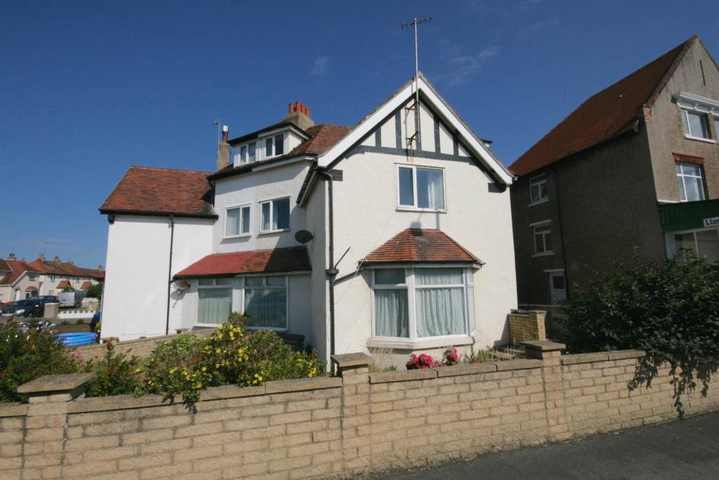 5 Bedrooms Detached House for sale in 100 Trinity Avenue, Llandudno, LL30 2YQ