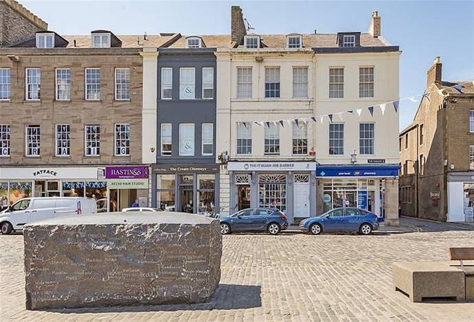 2 Bedrooms Flat for sale in 19/6 The Square, Kelso, TD5 7HH