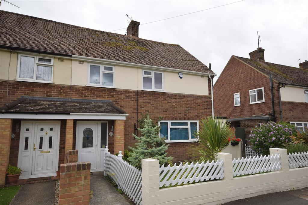 3 Bedrooms Semi Detached House for sale in The Close, Rye
