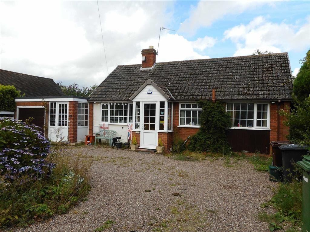 3 Bedrooms Detached Bungalow for sale in Vicarage Road, Wednesfield, Wolverhampton