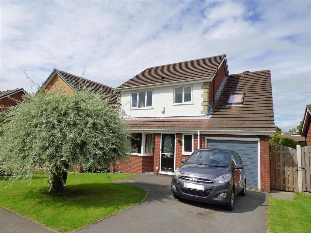 4 Bedrooms Detached House for sale in Shirley Avenue, Gomersal, Cleckheaton