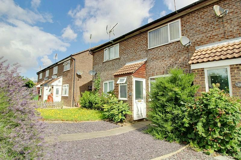 2 Bedrooms Terraced House for sale in Hillcrest Avenue, Toftwood, Dereham