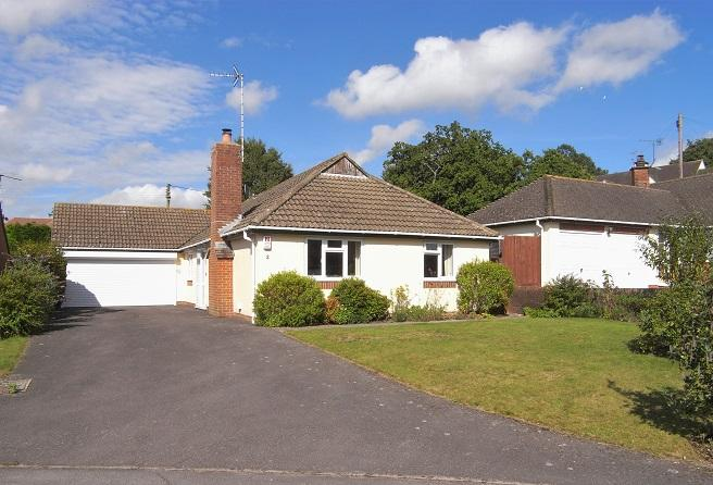 3 Bedrooms Detached Bungalow for sale in Cootham, Storrington rh20