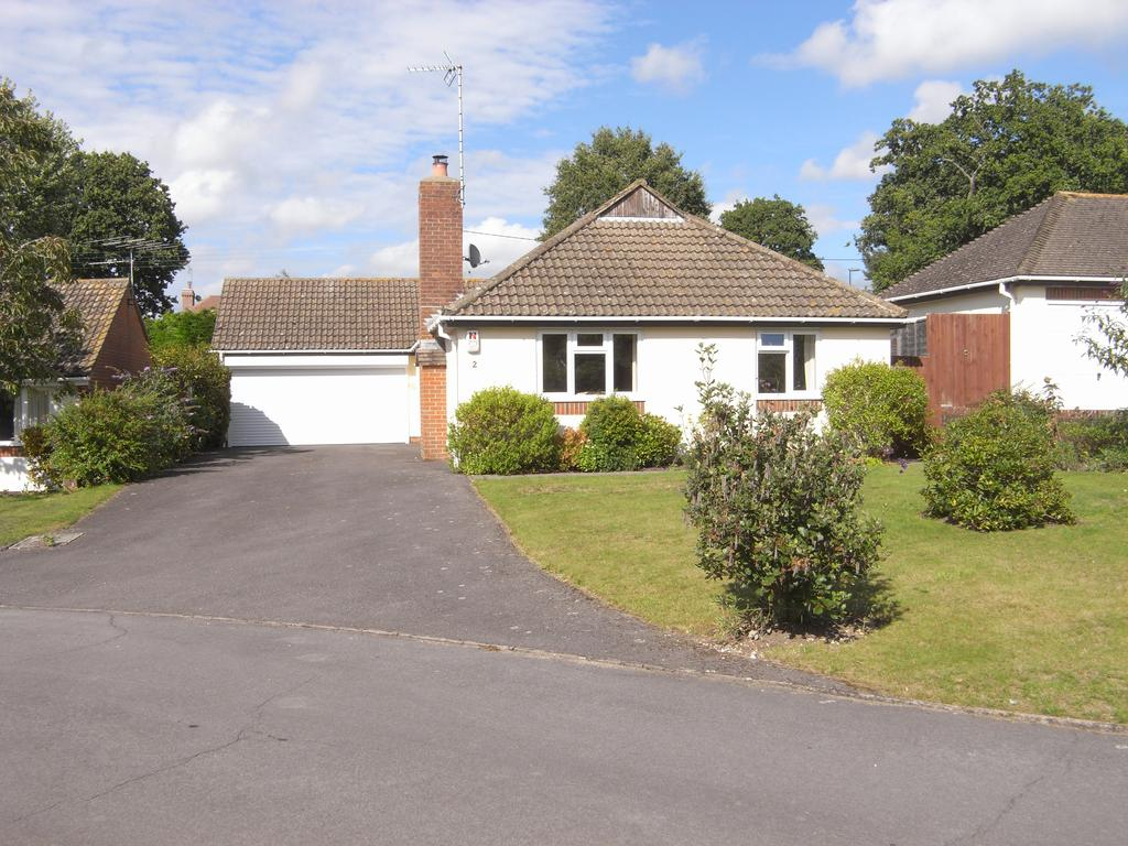 3 Bedrooms Detached Bungalow for sale in Cootham, Storrington rh20