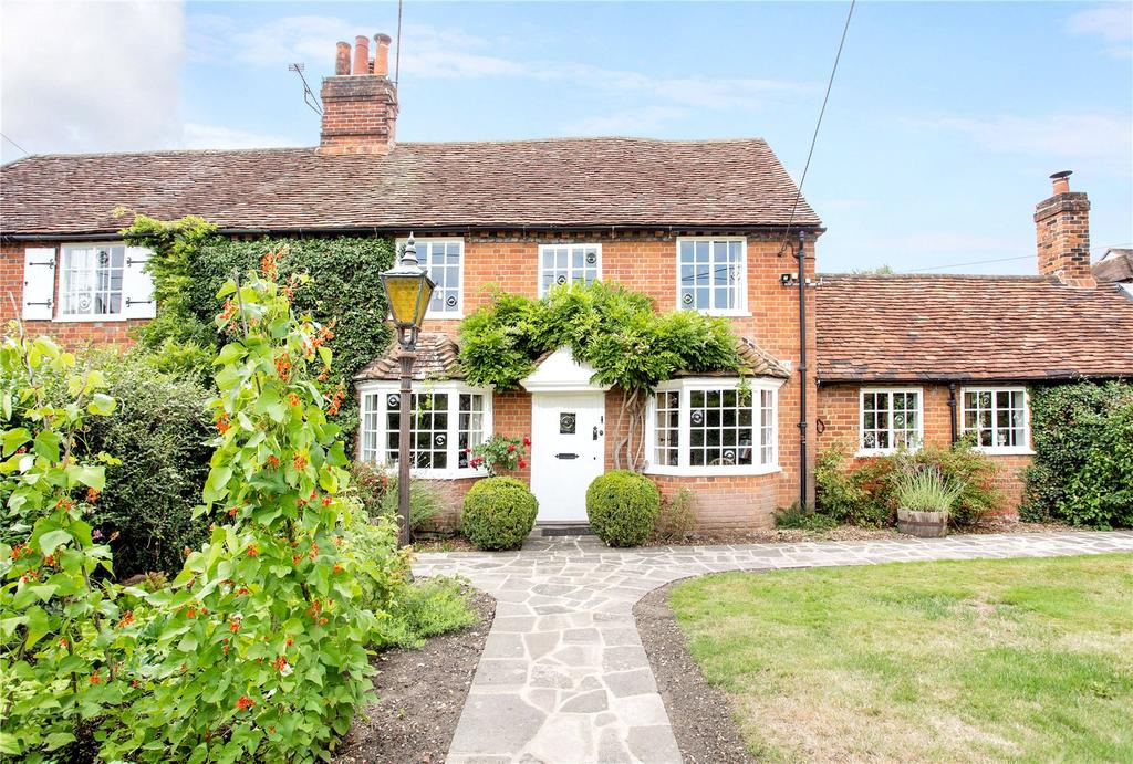4 Bedrooms Unique Property for sale in Longwater Road, Eversley, Hampshire, RG27