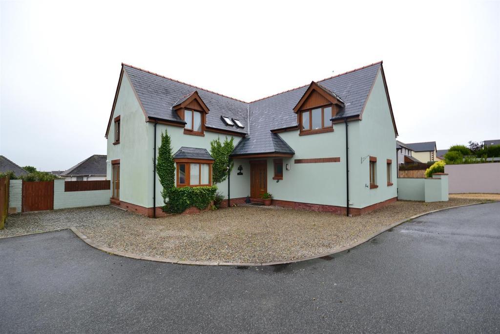 5 Bedrooms Detached House for sale in Fairways, Pembroke Dock