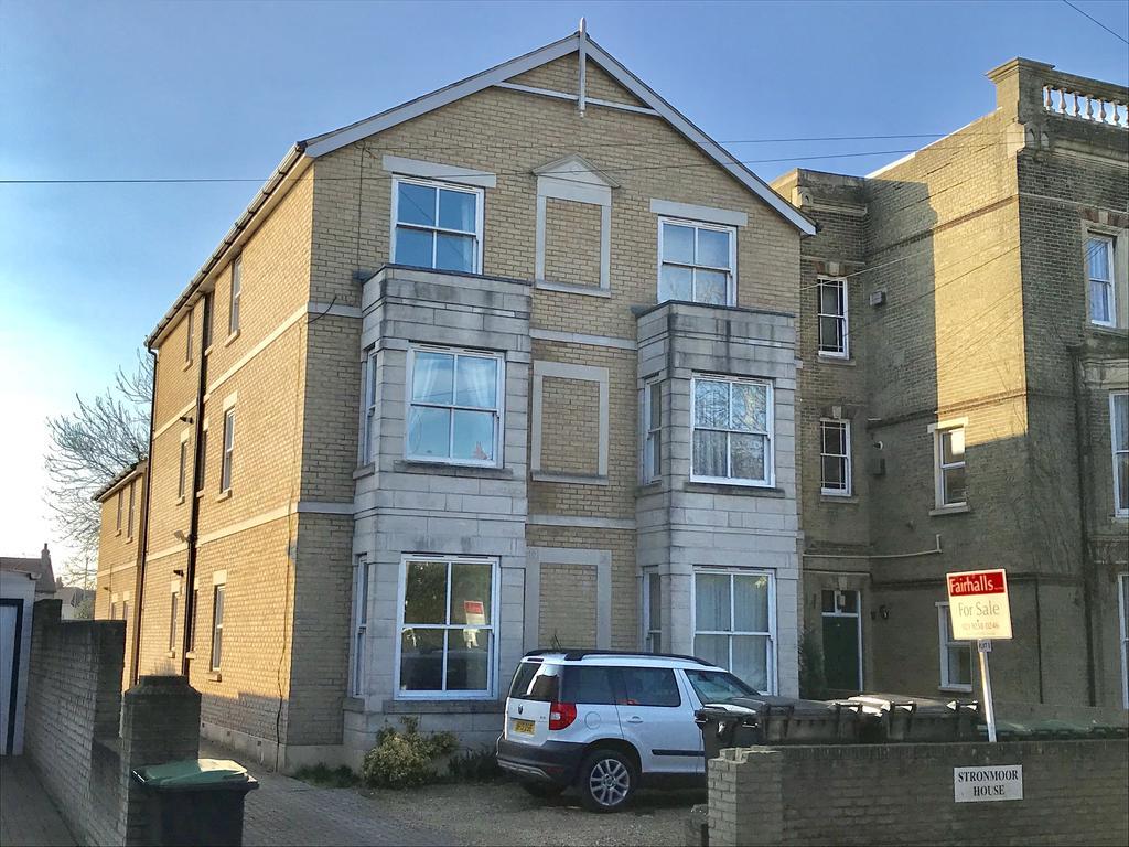 2 Bedrooms Flat for sale in Stronmoor House, Bury Road, Gosport PO12