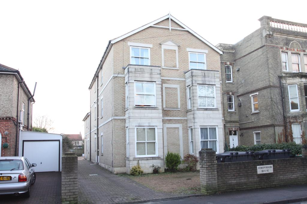 2 Bedrooms Flat for sale in Stronmoor House, Bury Road, Gosport PO12
