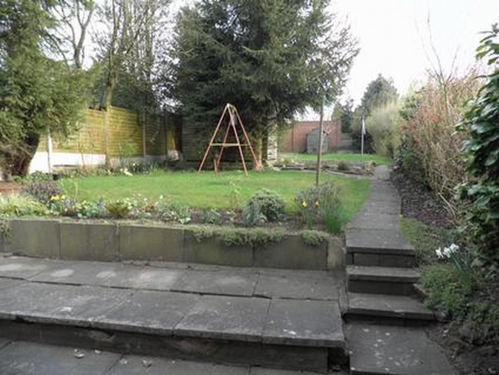 3 Bedrooms Semi Detached House for sale in Oakham Crescent, Dudley