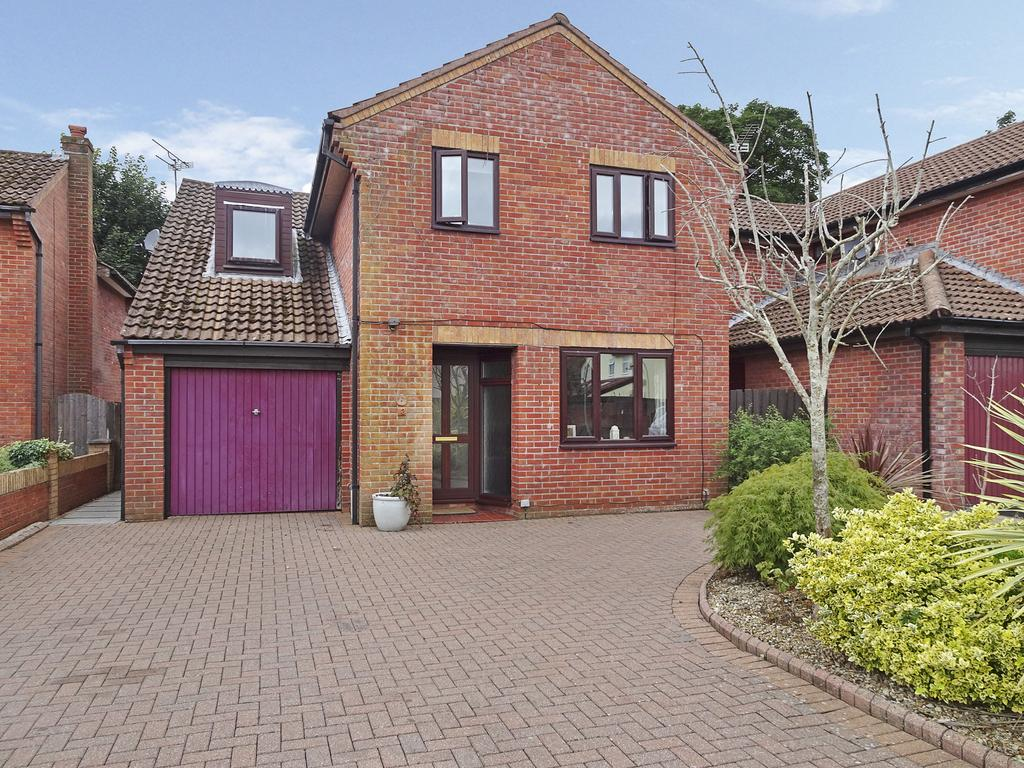 4 Bedrooms Detached House for sale in BIRCH WALK, NEWTON, PORTHCAWL, CF36 5AN