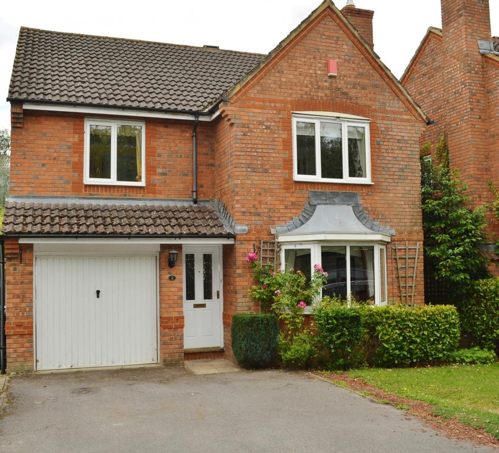 4 Bedrooms Detached House for sale in Farriers Close, Bramley
