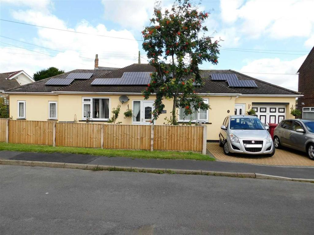 3 Bedrooms Bungalow for sale in CHAPEL ROAD, BROUGHTON, BRIGG