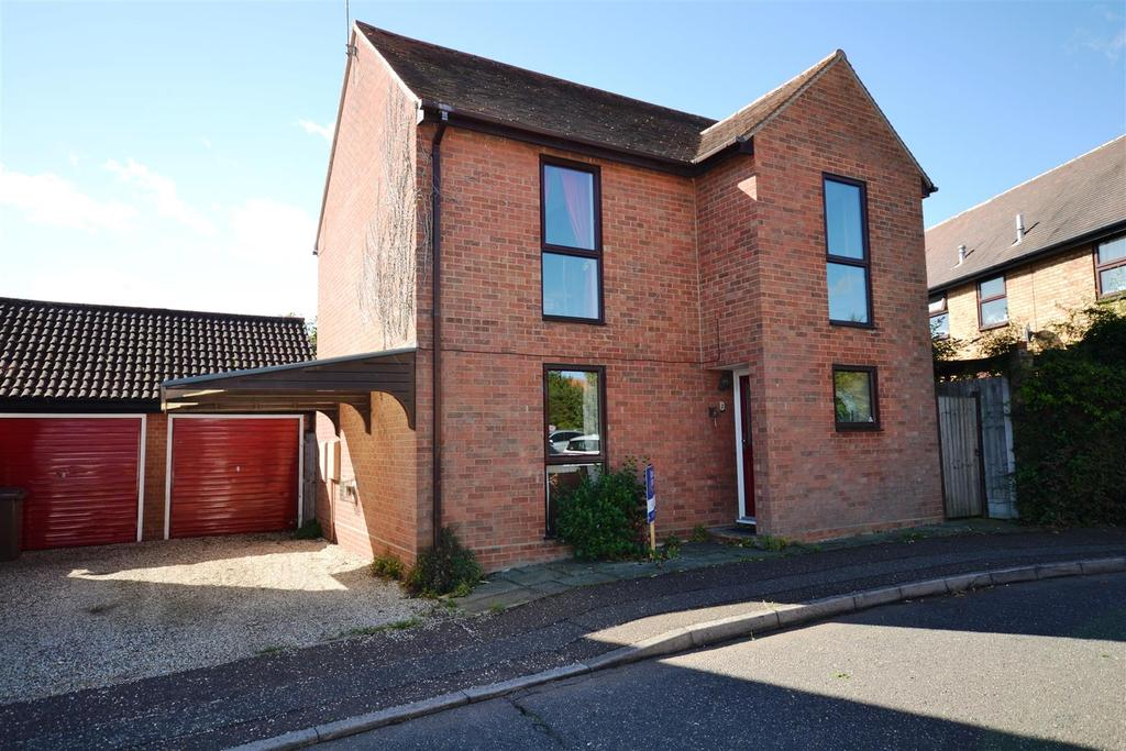 3 Bedrooms Detached House for sale in Elliott Close, South Woodham Ferrers