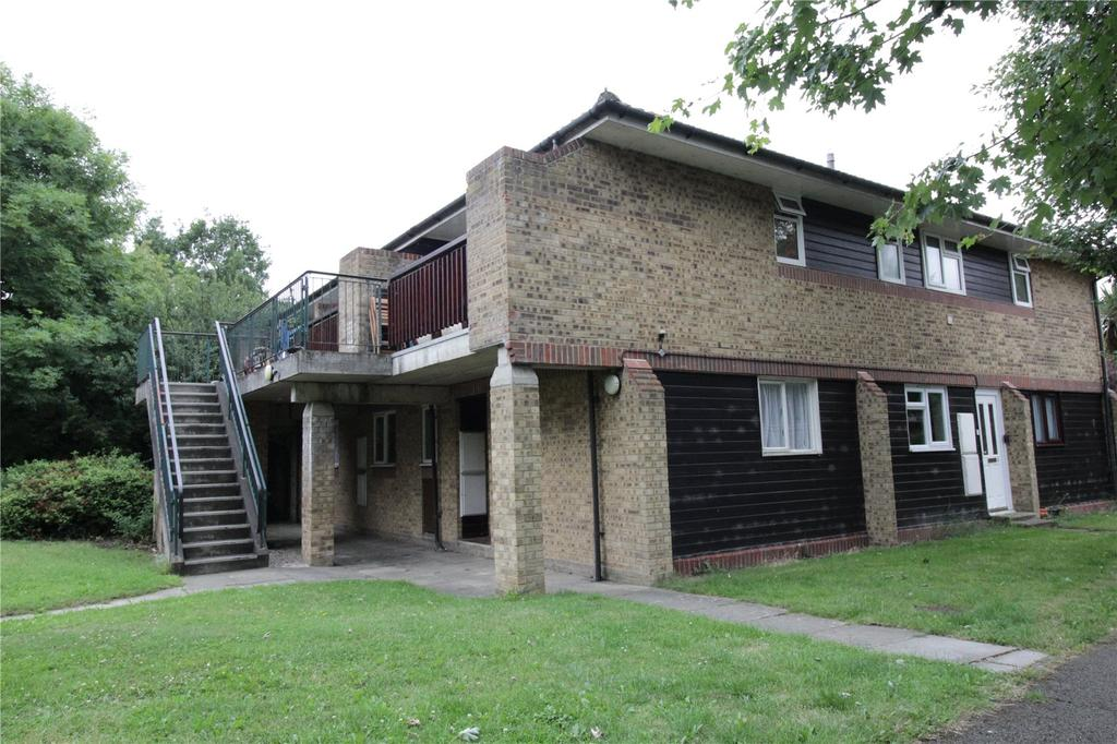 1 Bedroom Maisonette Flat for sale in Woodstock Gardens, Laindon West, Essex, SS15