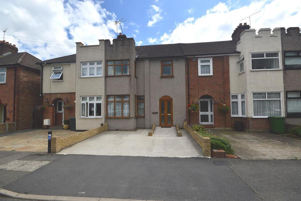 3 Bedrooms Terraced House for sale in Brentwood Road, Gidea Park, RM2