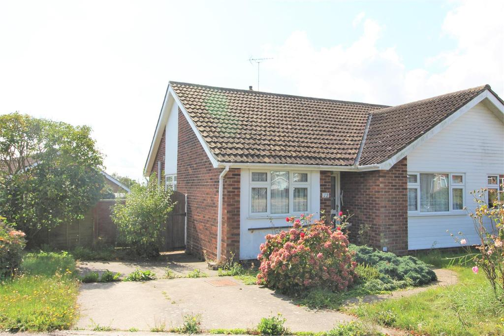 2 Bedrooms Semi Detached Bungalow for sale in Branscombe Close, Frinton-On-Sea