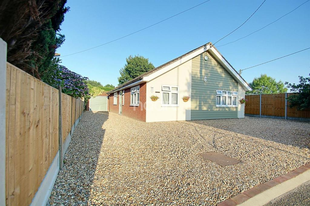 3 Bedrooms Bungalow for sale in Wood Lane, Fordham Heath, Colchester, CO3