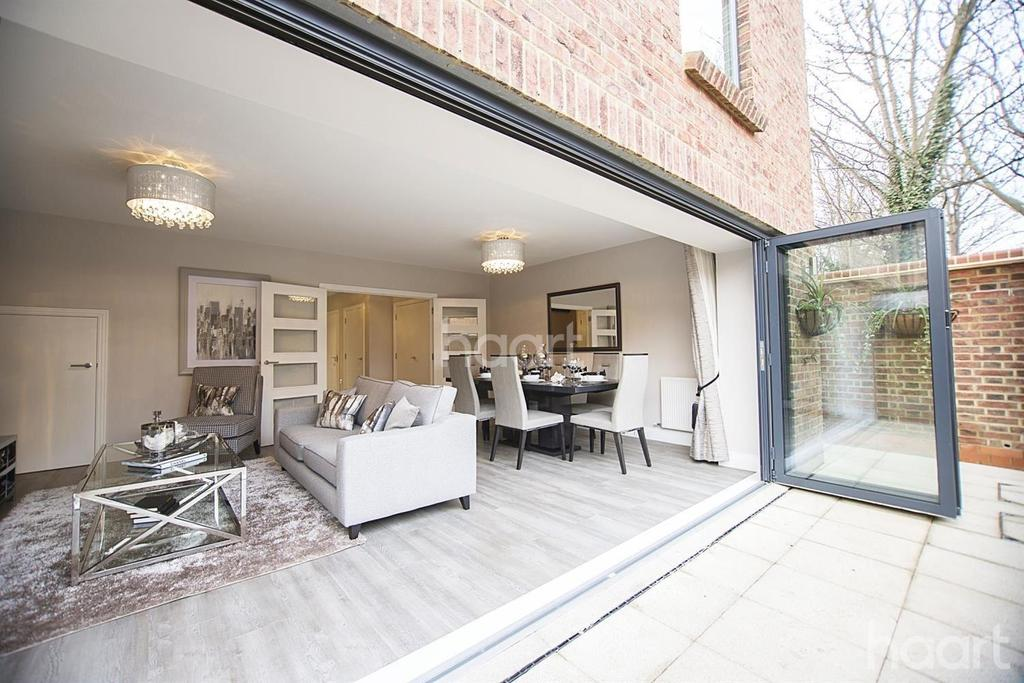 4 Bedrooms Terraced House for sale in Atherton Court, Forest Gate, London, E7