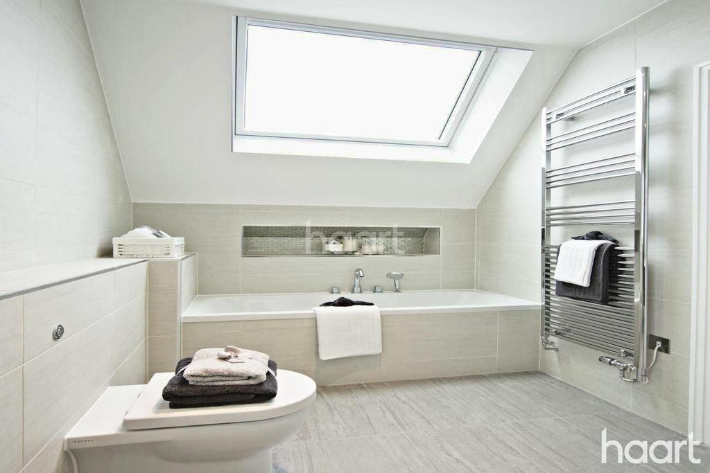 4 Bedrooms Semi Detached House for sale in Atherton Court, Forest Gate, London, E7
