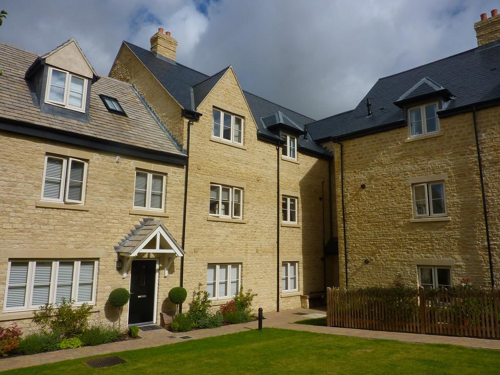 2 Bedrooms Apartment Flat for sale in Penhurst Gardens,Chipping Norton